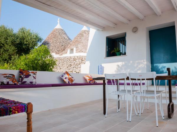 Una pausa all'aria aperta sulla veranda principale di Tre Casiedde