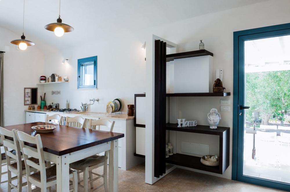 L'ingresso laterale della cucina di Tre Casiedde
