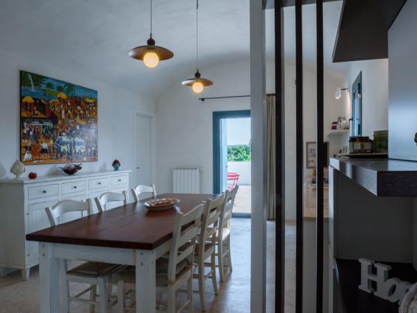 Il tavolo della cucina di Tre Casiedde in Puglia