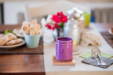 La bellezza di un pasto consumato in un ambiente ricco di colori...