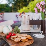 Caciotte, pomodirini, frise e... l'aperitivo pugliese di Tre Casiedde
