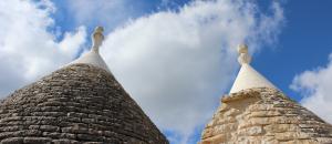 I trulli tra le nuvole di Tre Casiedde, in piena Valle d'Itria