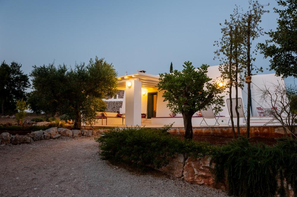 Le prime luci della sera a Tre Casiedde, casa vacanze in Puglia