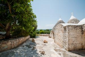 Il viale esterno della casa vacanze Tre Casiedde