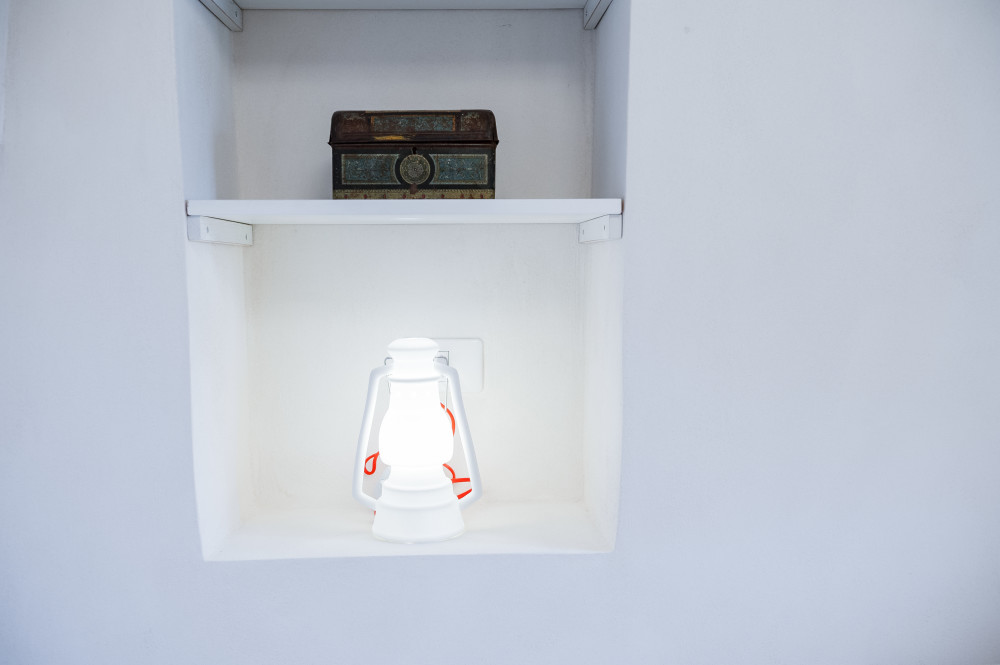 Nicchia con una lampada e uno scrigno... i nostri trulli regalano vacanze in Puglia da sogno!