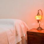 Lampada esotica nella camera in fitto di Tre Casiedde Carrubo